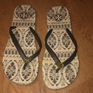 Tory Burch flip flops use but clean fast shipping
